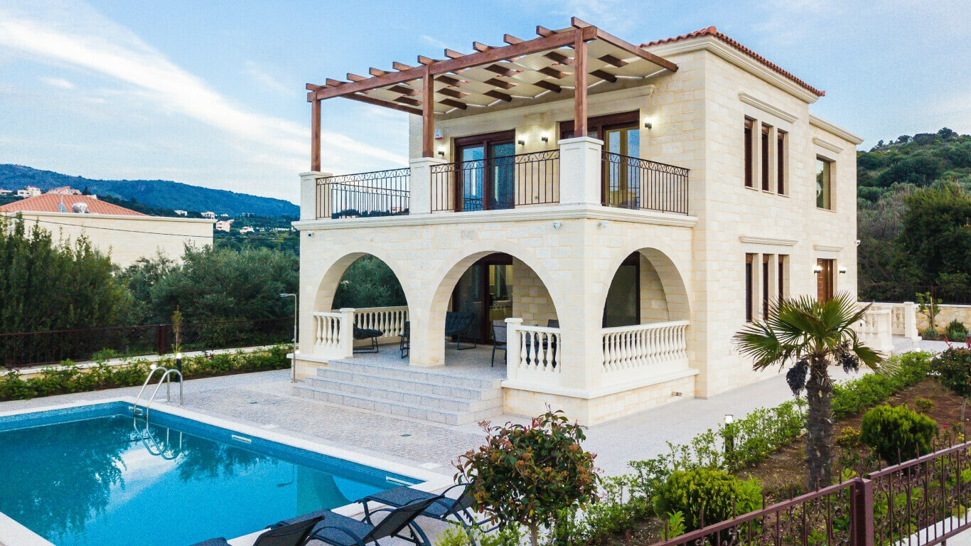 Villa with swimming pool for sale in Chania-