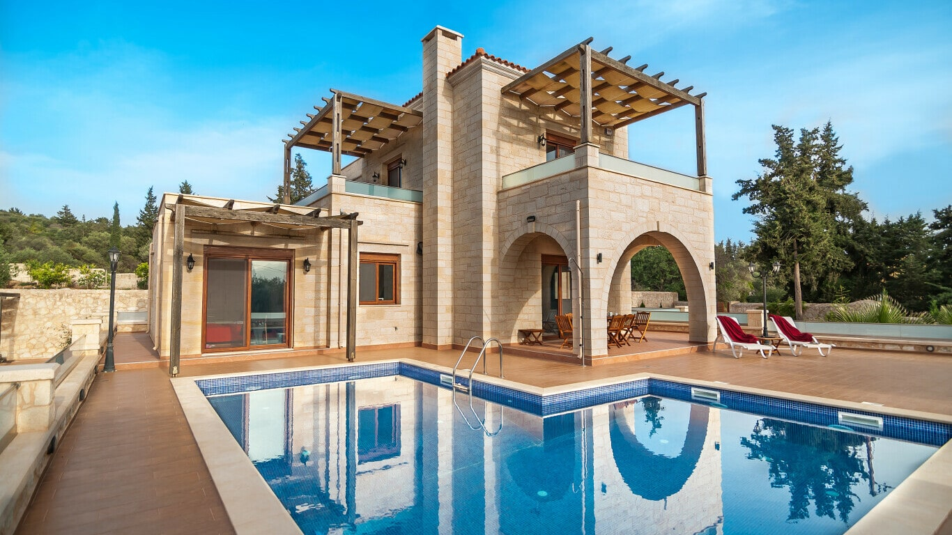Traditional houses in Crete fo sale- swimming pool