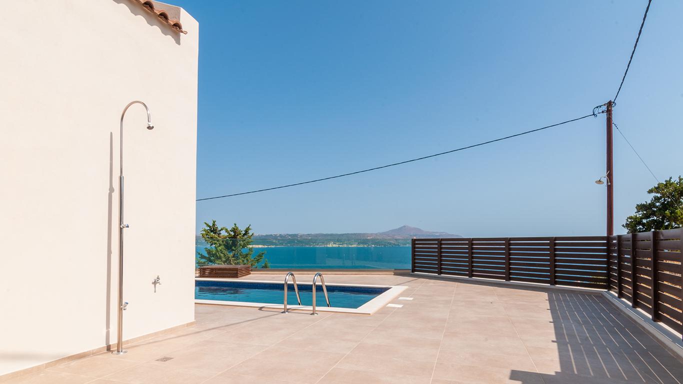 swimming pool villa for sale in Crete