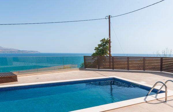 πισίνα με θέα θάλασσα- Κατασκευαστική εταιρεία Κυριακίδης